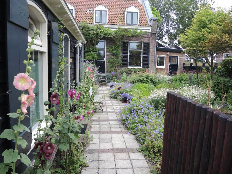 Romantic quiet  house with garden near Centre Amsterdam, holiday rental in Amsterdam