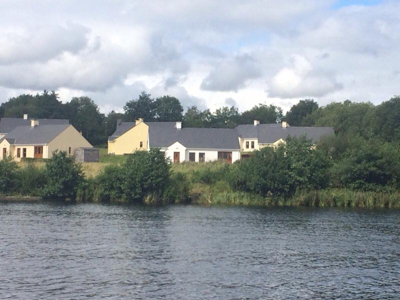 Loch shore cottage, holiday rental in Kesh