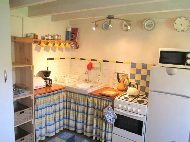 The kitchen is well equiped and has a cooker, micro-wave, cafetière, fridge/freezer and toaster