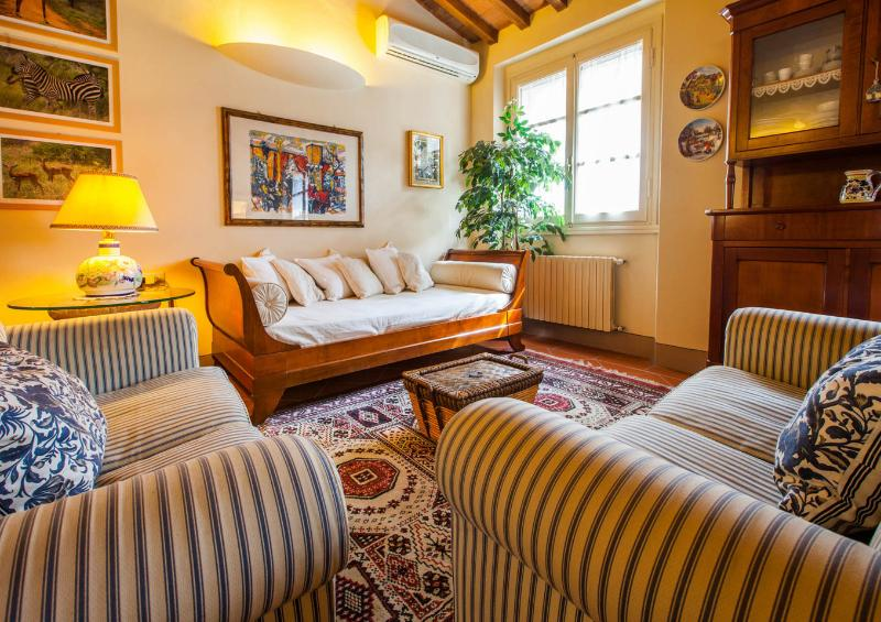 Delightful Florentine apartment with courtyard located just steps from the Duomo, sleeps 2, vacation rental in Florence