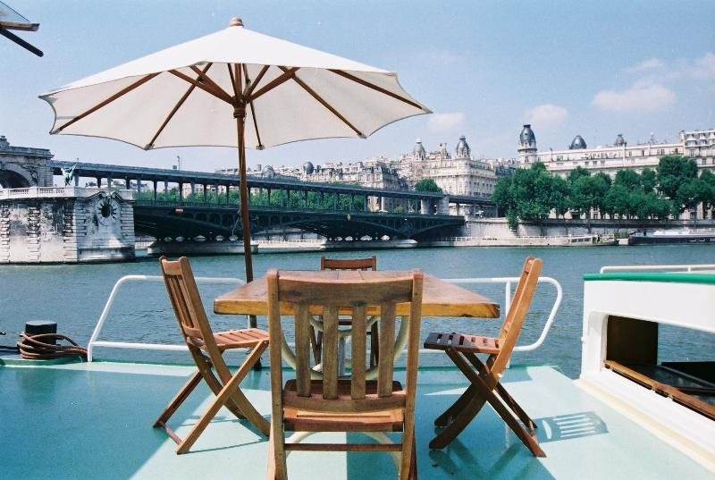 Romantic Town Houseboat at the Eiffel Tower, location de vacances à Paris