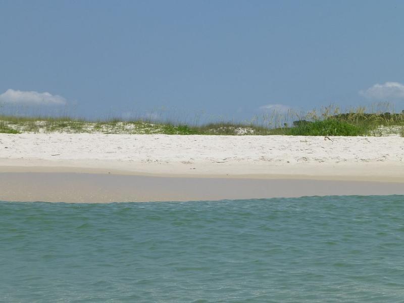 1 mile private beach-hot tubs-pools-Bikes-tennis, alquiler de vacaciones en Gulf Shores