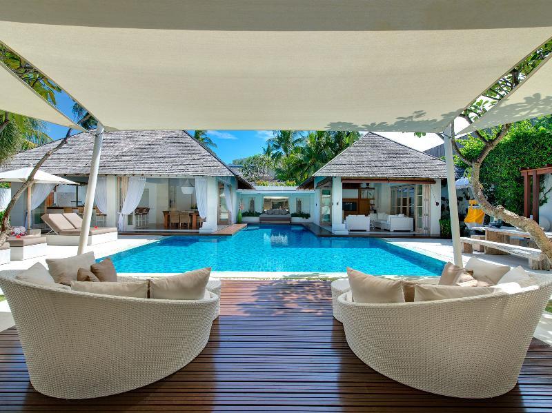 Jajaliluna - Pool decking
