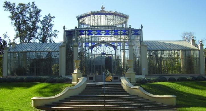 The Adelaide Botanic Gardens are within easy walking distance, and beautiful