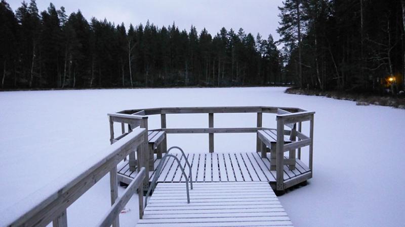 De winter komt eraan, aan het meer