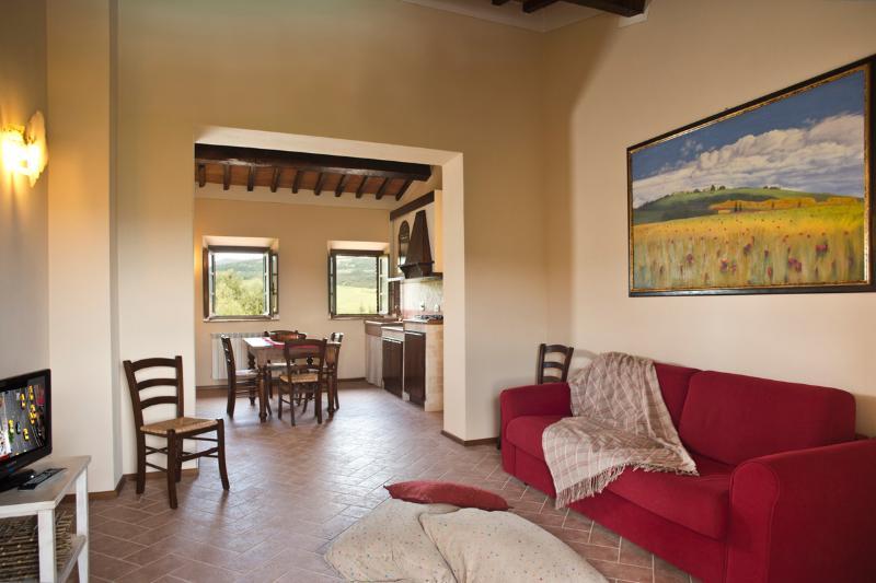 Podere Campaini appartamento Biancospino, holiday rental in Volterra