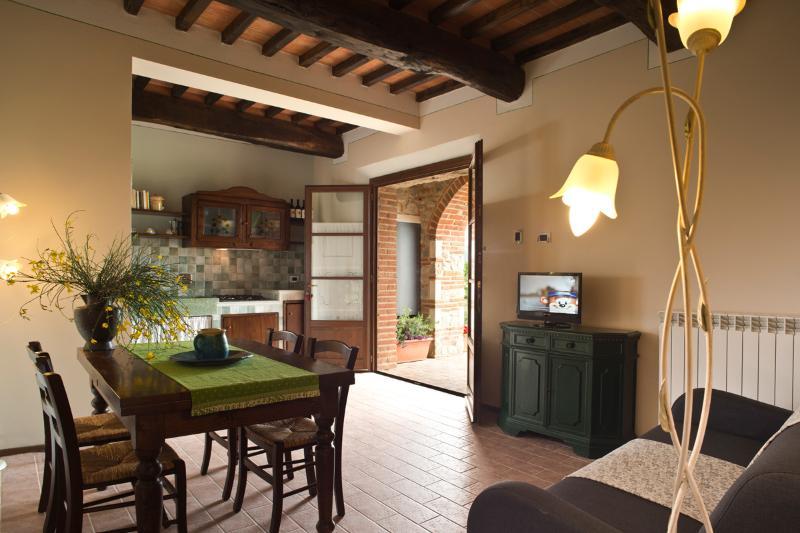 Podere Campaini appartamento Tulipano, holiday rental in Volterra
