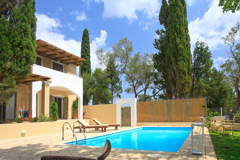 Villa Haris: Perfect Holiday Villa. Luxury And Private Swimming Pool, holiday rental in Corfu