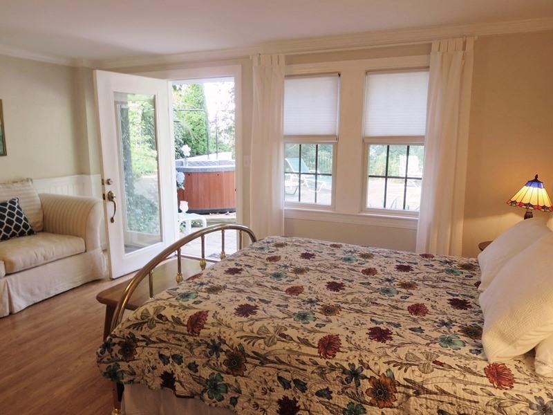 Queen bed in lower level suite - 21 Beechwood Road Centerville Cape Cod New England Vacation Rentals