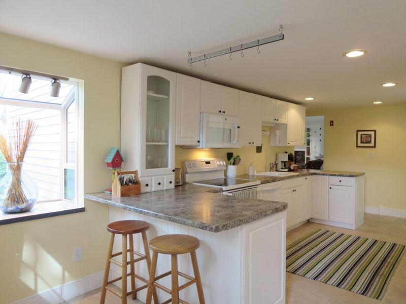 Kitchen with a breakfast bar - 21 Beechwood Road Centerville Cape Cod New England Vacation Rentals