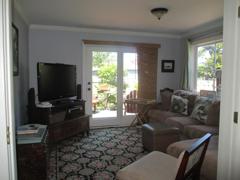 Spacious Living Area with Comfy Sofa, 42 inch TV with surround sound