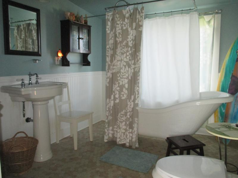 Upstairs Bath with Slipper tub/shower combo