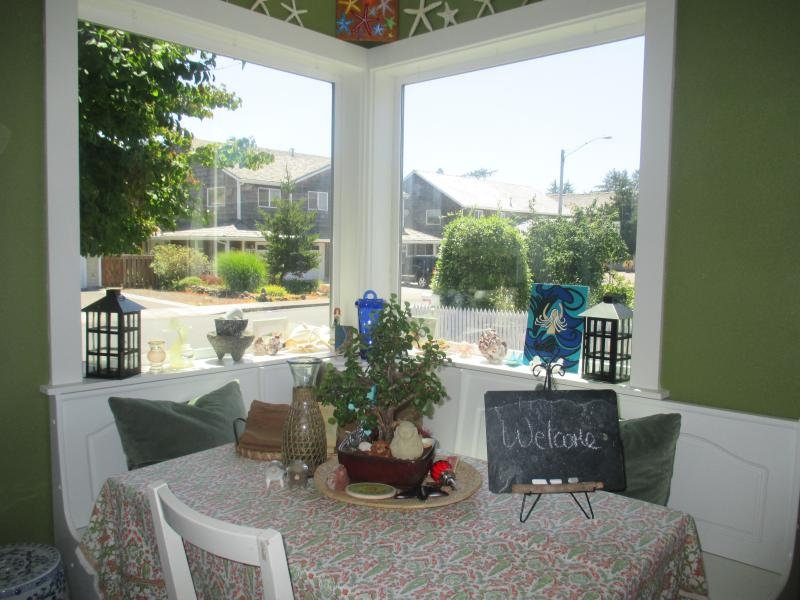 Breakfast Nook with great BIG windows