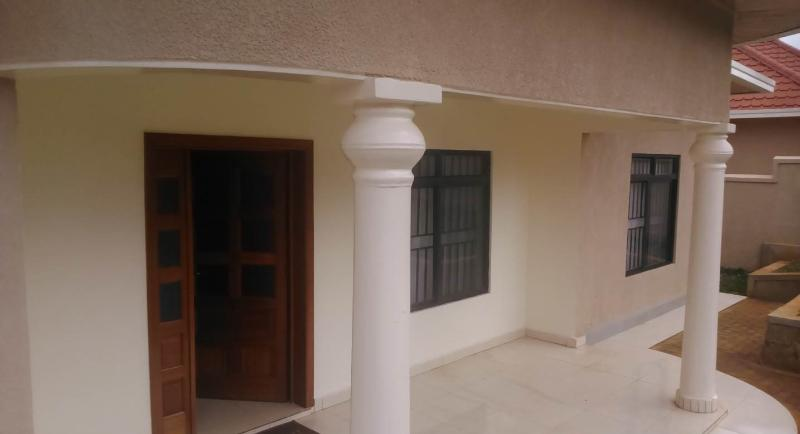 Newly furnished apartment, alquiler vacacional en Munyonyo