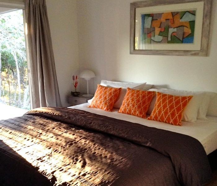 Schlafzimmer 1 King-Konfiguration unterschiedliche Zeit des Tages.