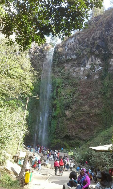 Coban Rondo waterfalls is 20 minutes driving from Puncak Garuda villa