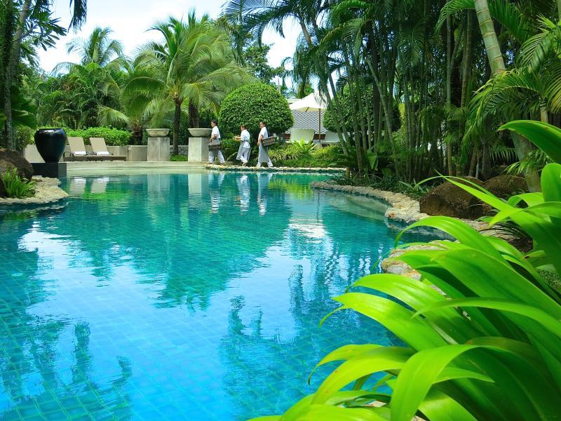 Tauchen Sie ein in 33 x 8 Meter Pool.