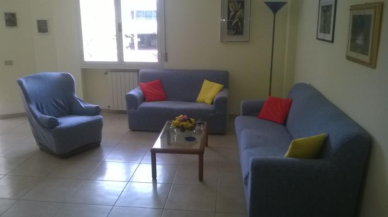 Appartamento a 250 metri dal mare, holiday rental in Avenza