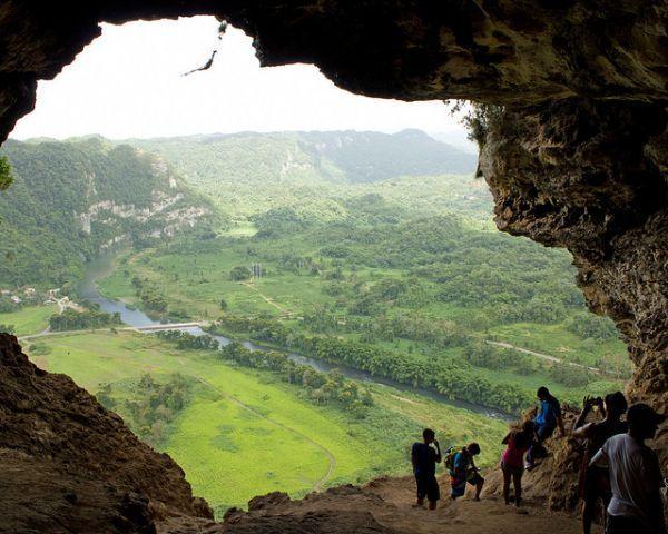 Cueva Ventana en Arecibo, a unos 40 minutos de distancia