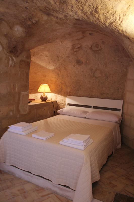 Cave with bed for 2 guests