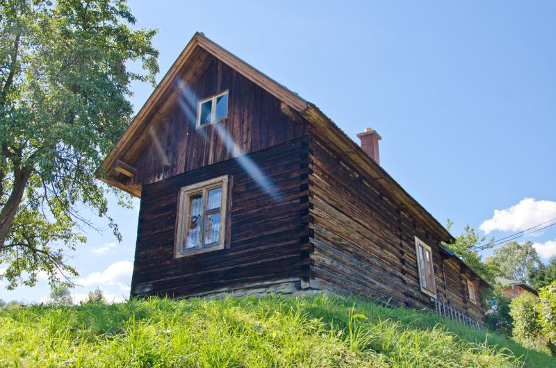 Lovely Wooden Log Cabin Dubrava, vacation rental in Demanova