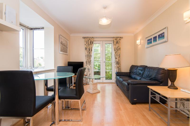 Cosy, quiet apartment near Cheadle village, vacation rental in Stockport