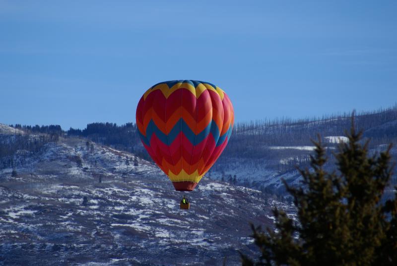 Het Snowdown Festival in februari gastheren een hete lucht ballon fest.