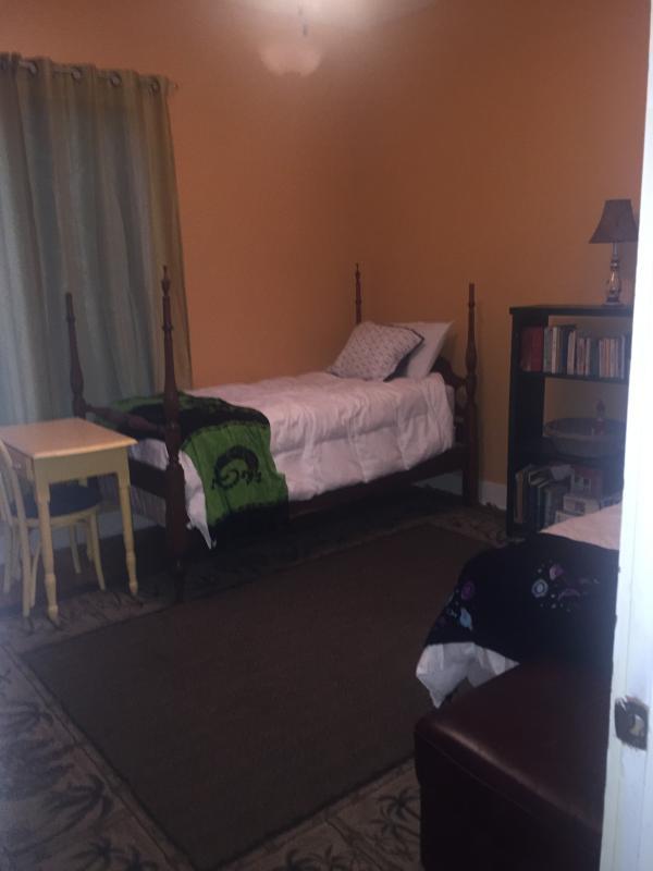 3 º dormitorio con 2 camas individuales.