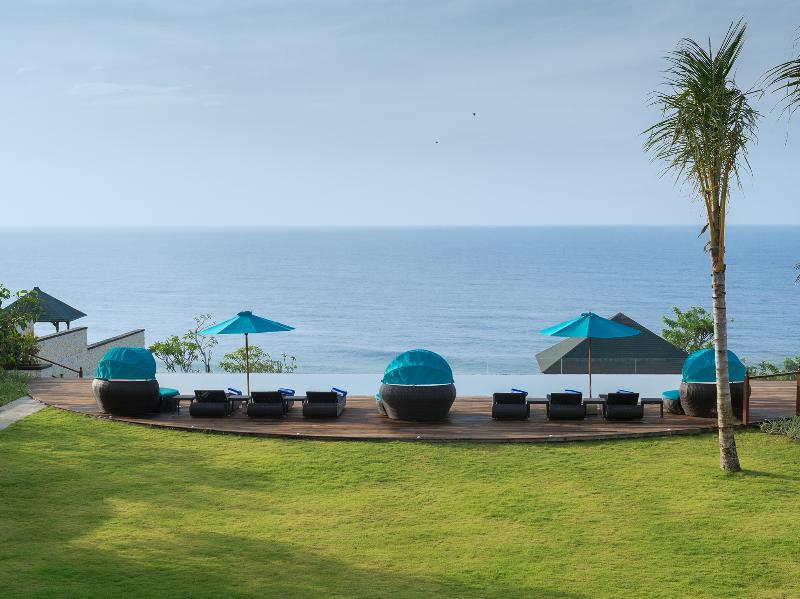 Pandawa Cliff Estate - Villa Rose - Infinity pool viewed from the balcony