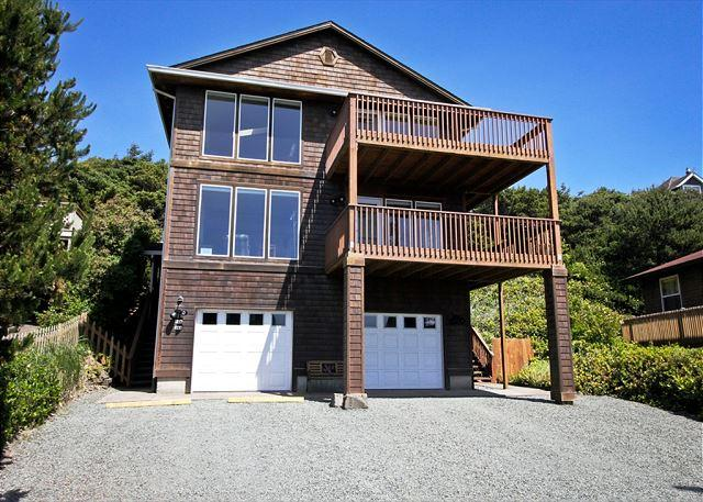 MANZANITA MAGIC~MCA 277~Walk able to town and across from the beach!, vacation rental in Manzanita