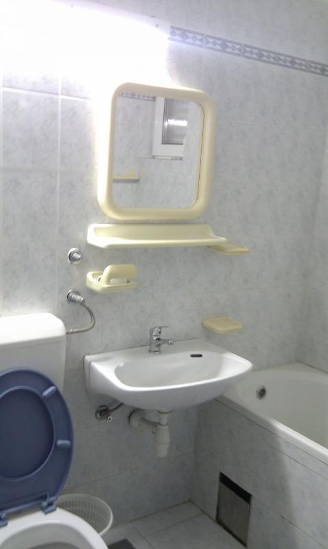 A4 (4 + 4): salle de bain avec toilette