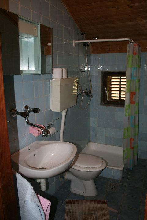R7-18 (3): banheiro com vaso sanitário