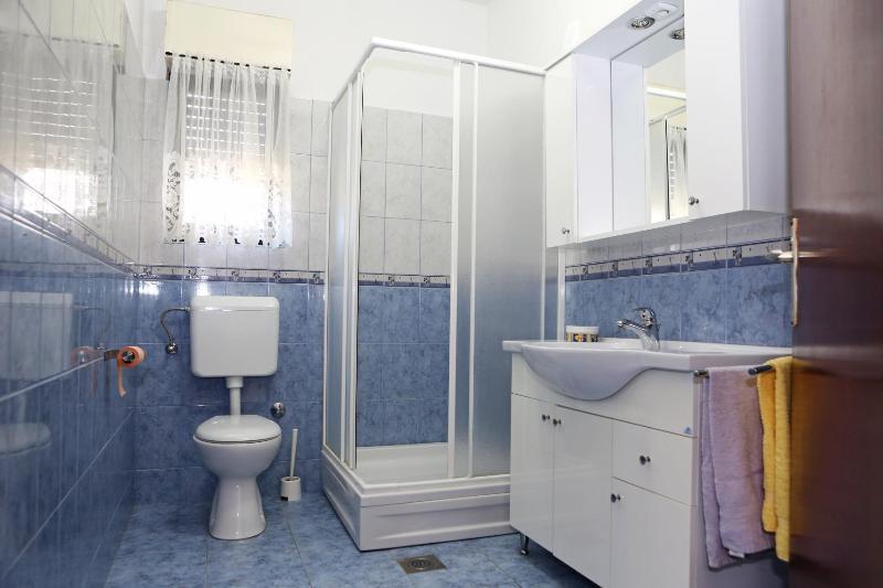 A1 (9): baño con inodoro
