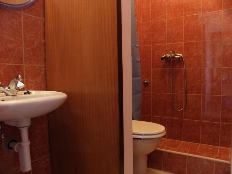 A1 (3): baño con inodoro