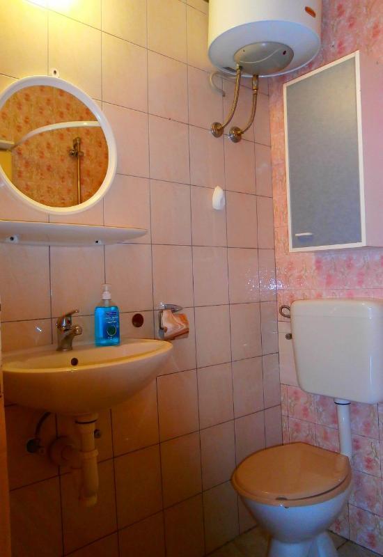 A2 (2 + 2): salle de bain avec toilette