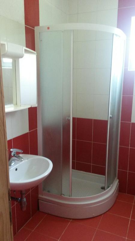 SA1 (2 + 1): baño con inodoro.