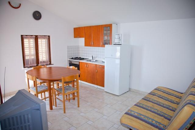 A7(4+1): kitchen and dining room