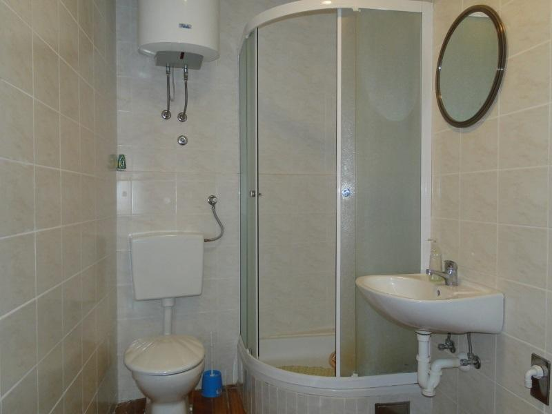 A2(3): bathroom with toilet