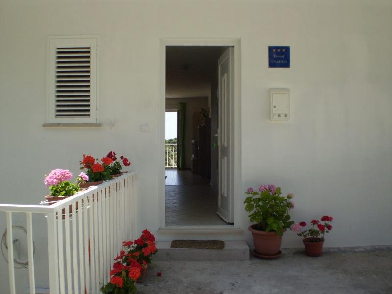 A1(4): apartment