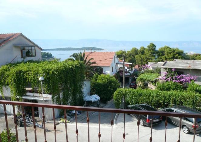 R1(2): balcony view