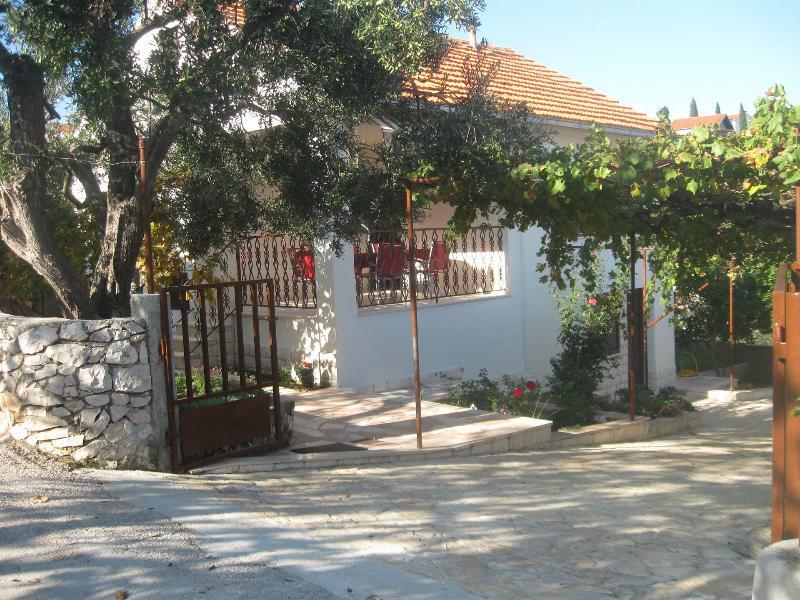 Mirica A1(4) - Okrug Gornji, vacation rental in Ciovo Island