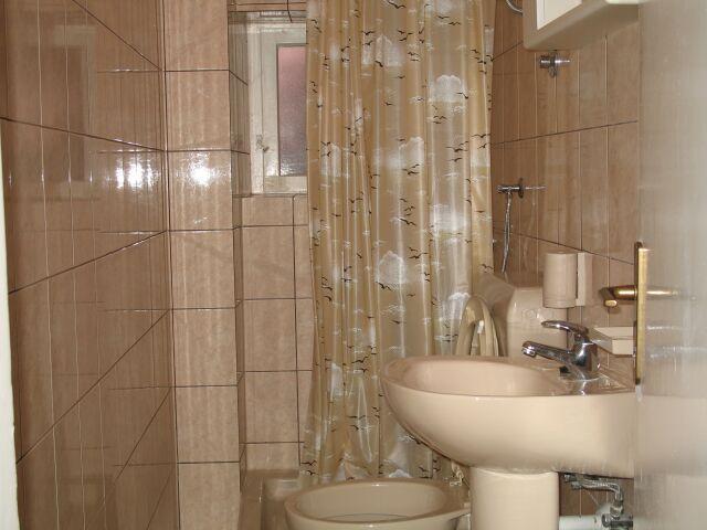 SA5 (2): baño con inodoro.