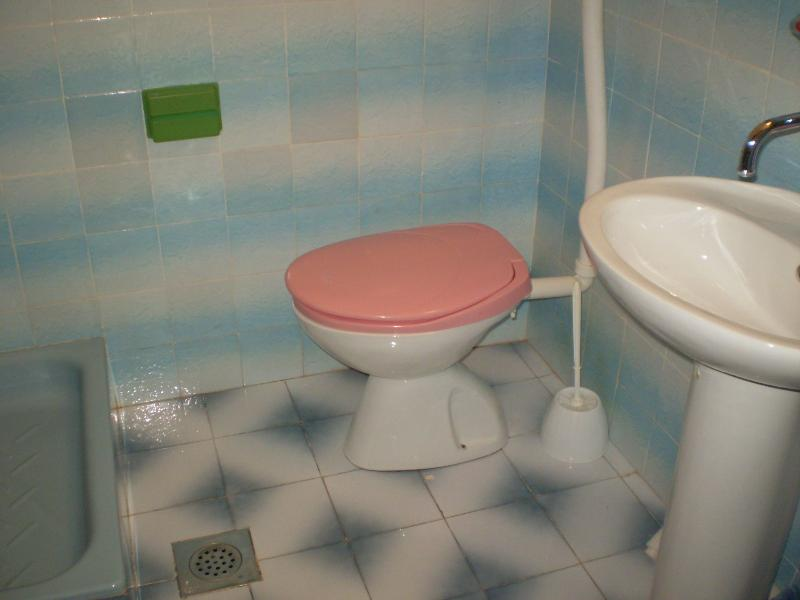 H1(4+1): bathroom with toilet