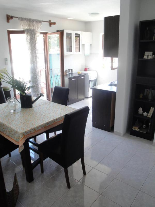 A1-Mande (3+1): kitchen and dining room