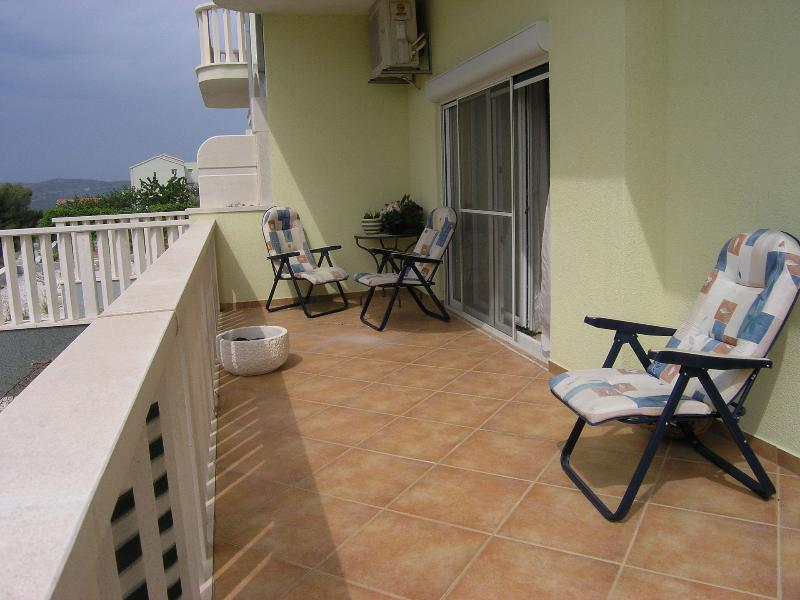 A1(6+2): terrace