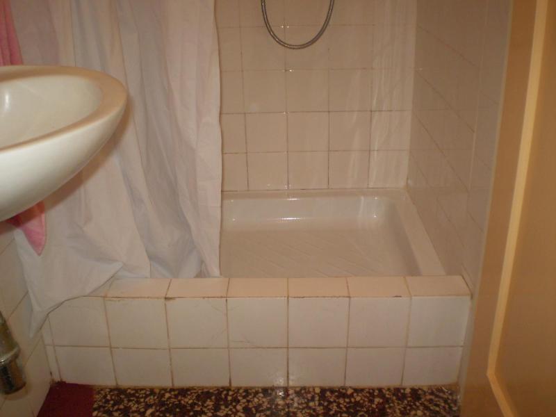 R4(3): bathroom with toilet