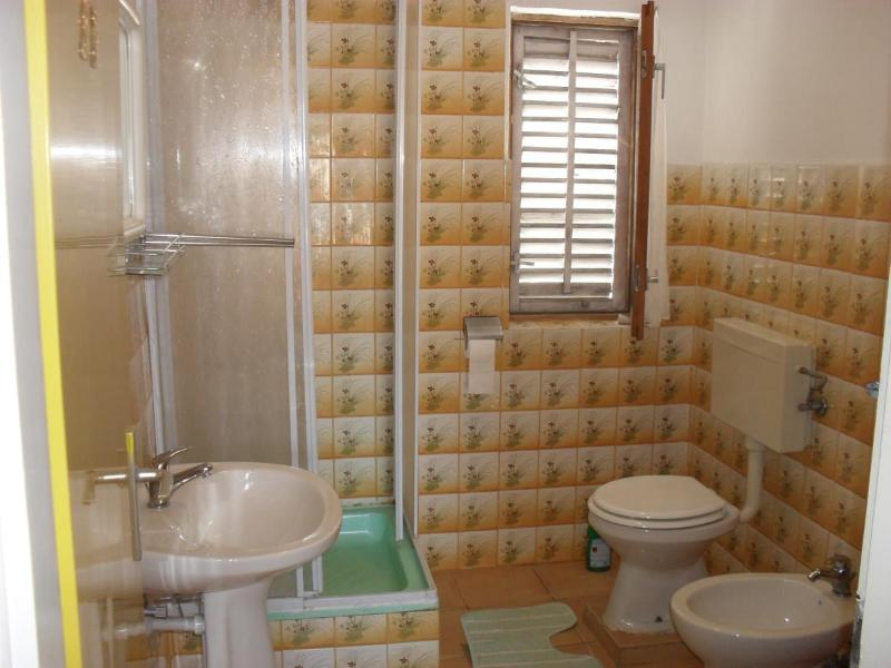 A2 (9): bagno con wc