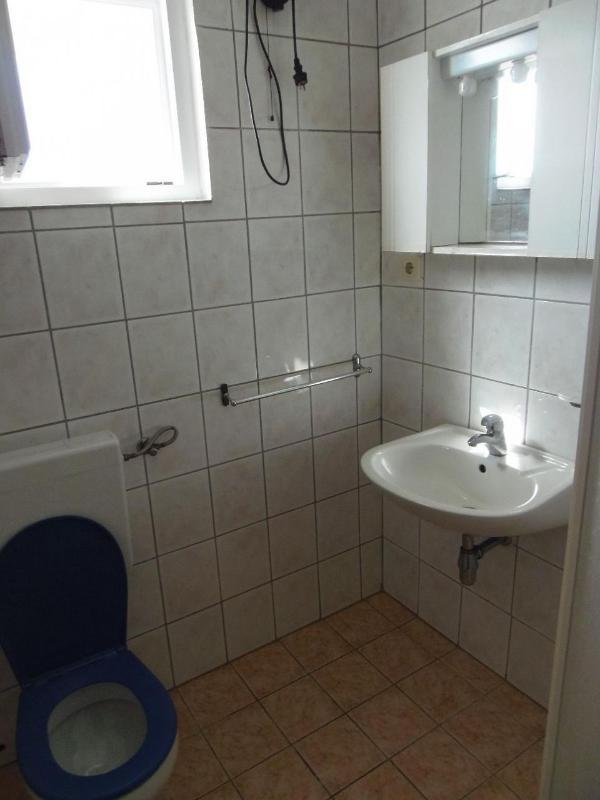 A1 mali (2+2): bathroom with toilet