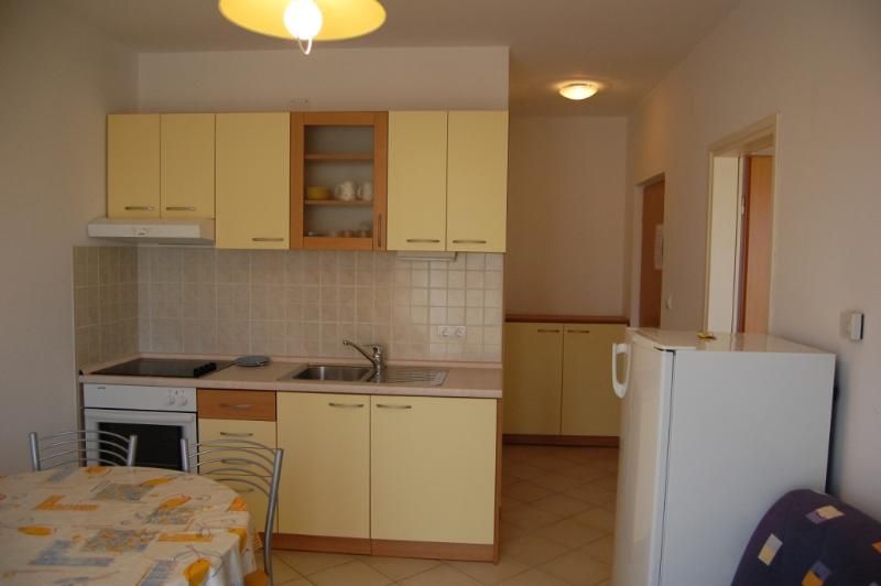 Sunce(2): kitchen and dining room