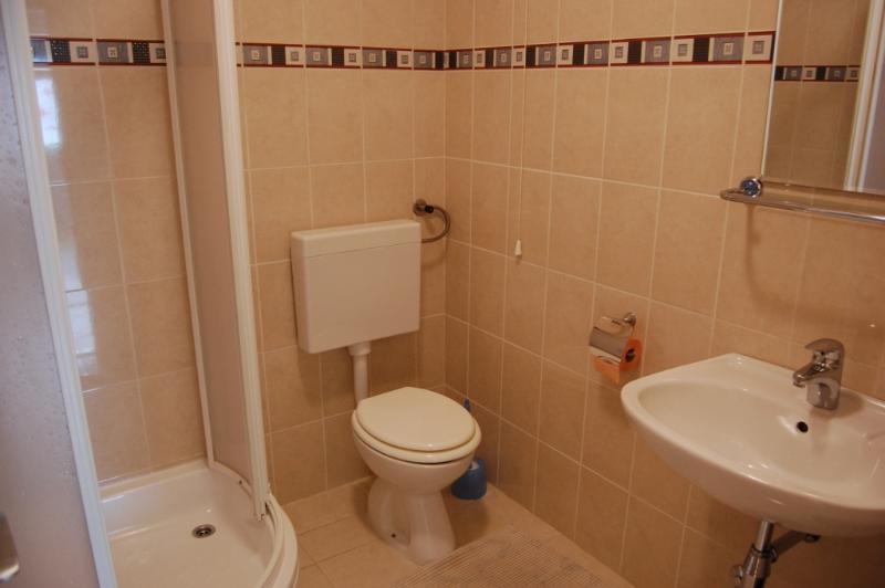 Sunce (2): salle de bain avec toilette